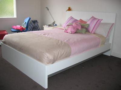 white alpha bed